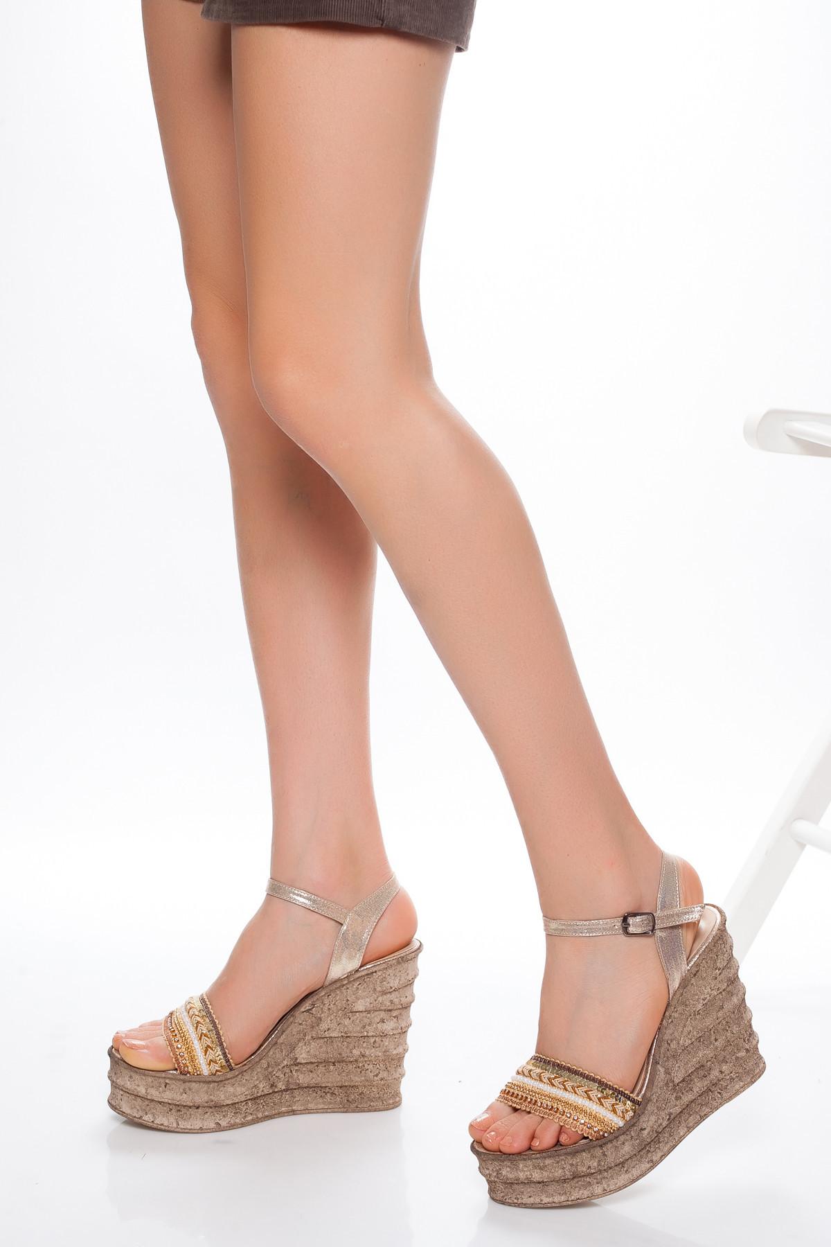 Altın Sarısı Şeritli Dolgu Topuklu Sandalet