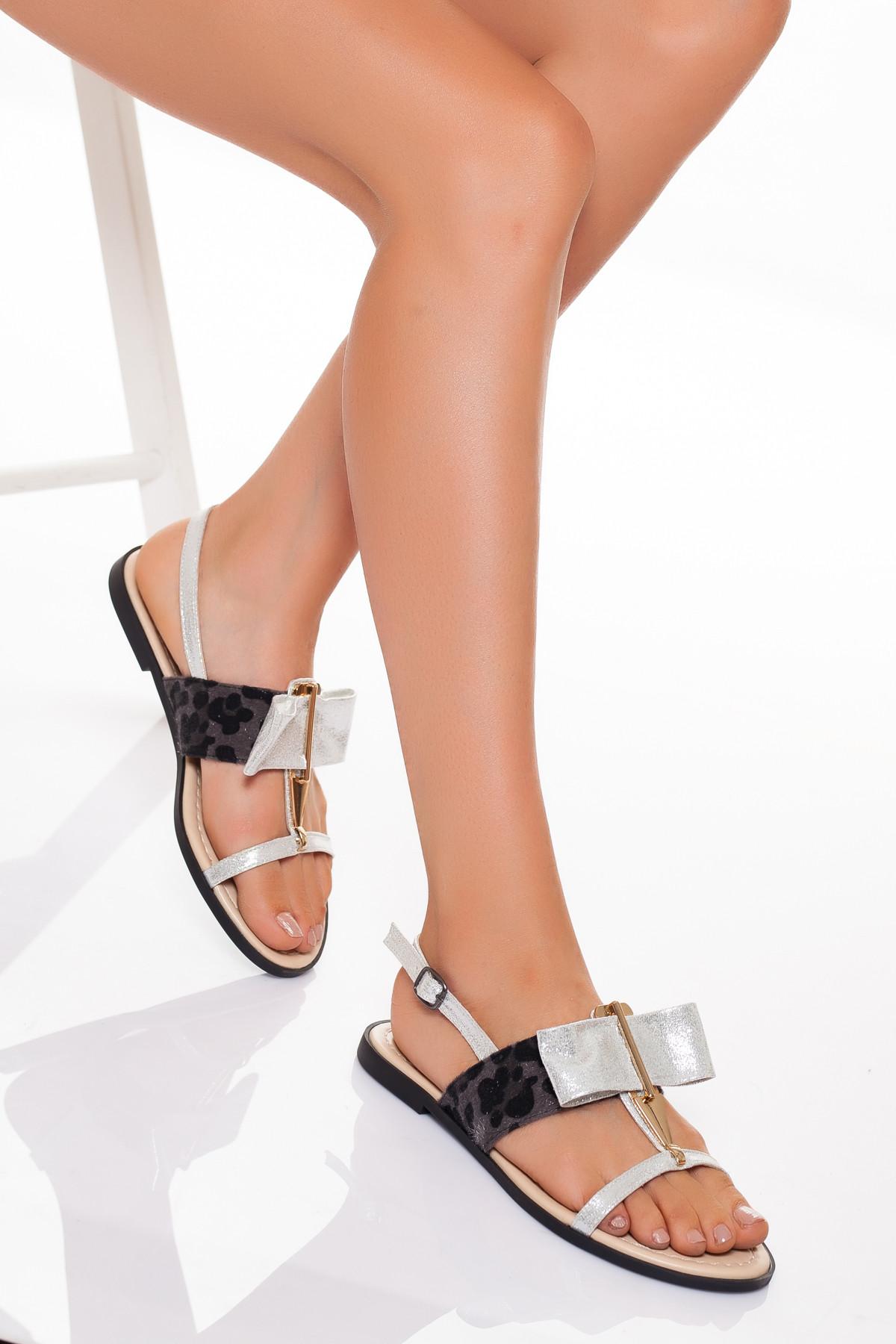 Gümüş Rengi Leoparlı Sandalet