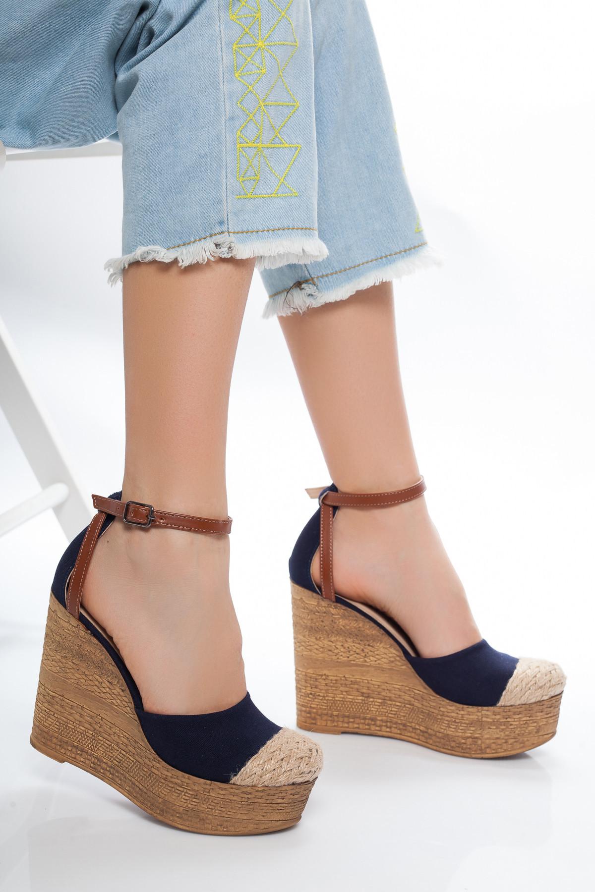 Hasır Detaylı Lacivert Dolgu Topuklu Sandalet