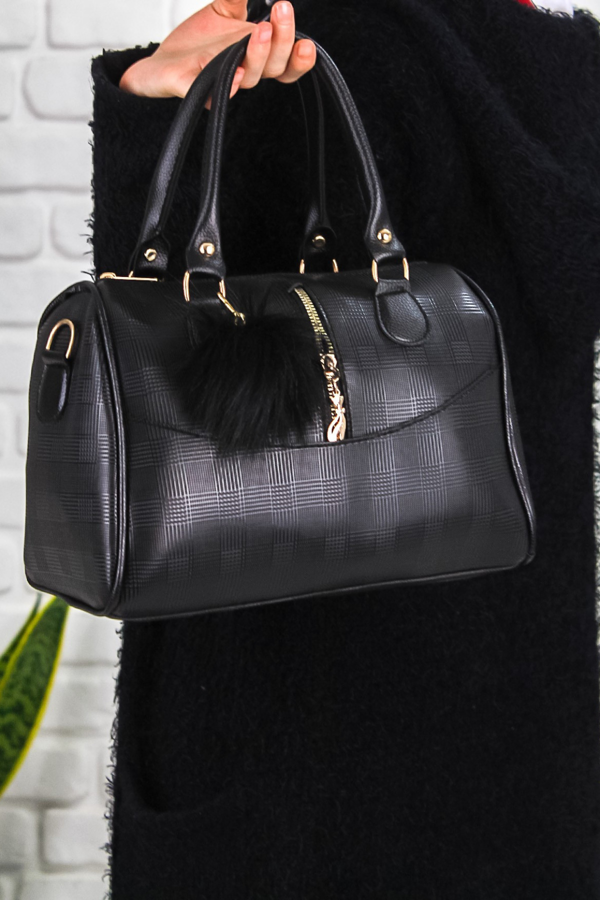 Mome Siyah Cilt Ponponlu Çanta