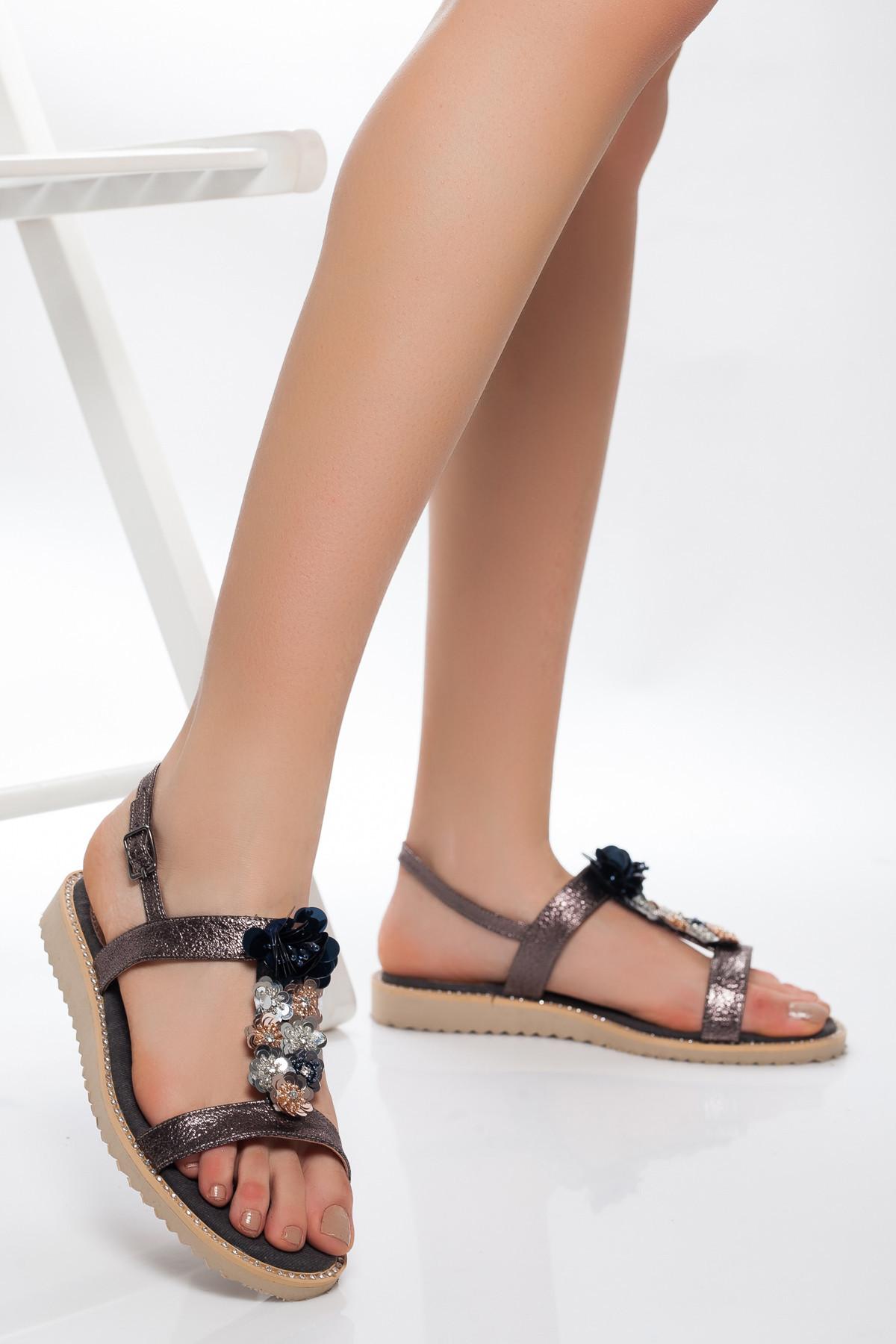 Platin Çiçekli Sandalet