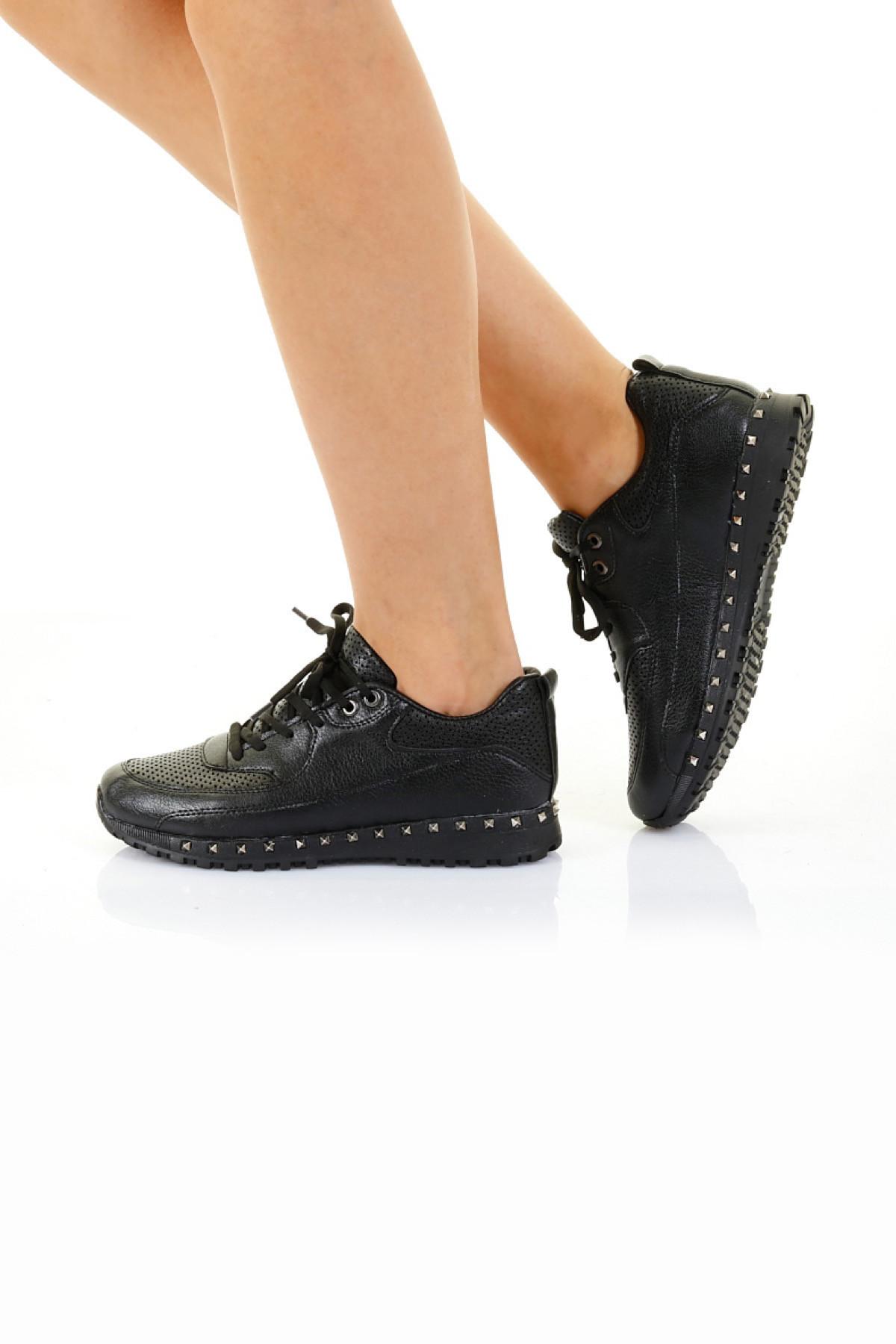 Siyah Troklu Kadın Spor Ayakkabı