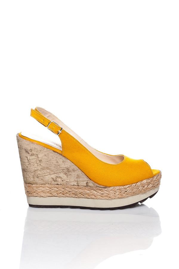 Sarı Dolgu Topuklu Sandalet