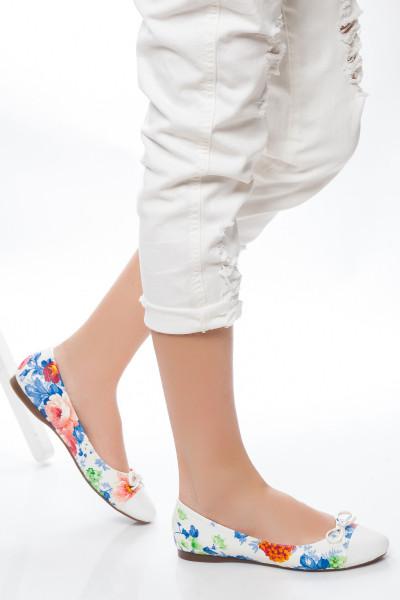 Beyaz Çiçek Desenli Babet