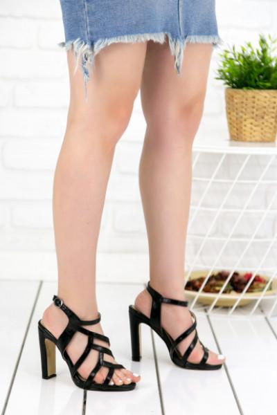 Clorinda Siyah Cilt Topuklu Ayakkabı