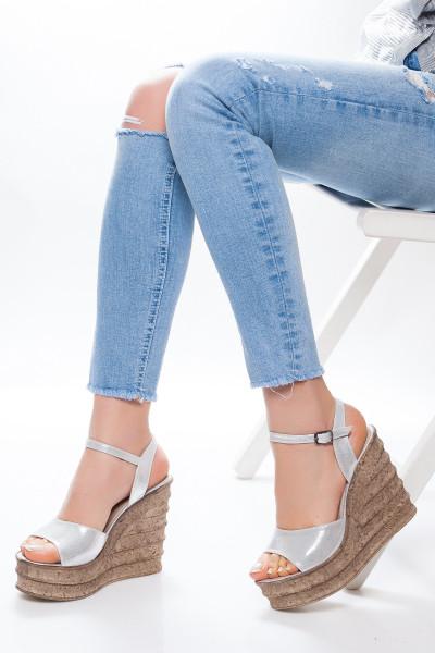 Gümüş Rengi Dolgu Topuklu Sandalet
