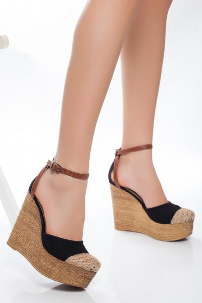Hasır Detaylı Siyah Dolgu Topuklu Sandalet