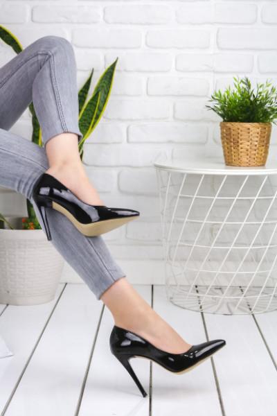 Samana Siyah Rugan Topuklu Ayakkabı