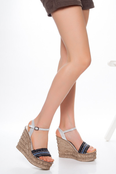 Siyah Şeritli Dolgu Topuklu Sandalet