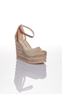 Hasır Detaylı Krem Rengi Dolgu Topuklu Sandalet