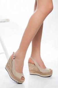 Krem Rengi Dolgu Topuklu Sandalet