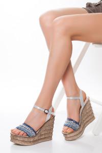 Mavi Şeritli Dolgu Topuklu Sandalet