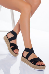Siyah Çapraz Bantlı Sandalet