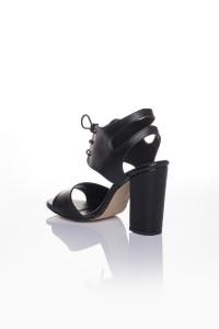 Siyah Cilt Bağcıklı Topuklu Ayakkabı
