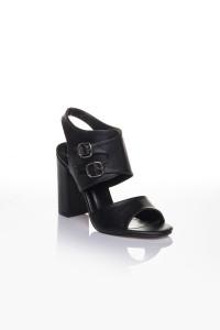 Siyah Cilt Kemerli Topuklu Ayakkabı