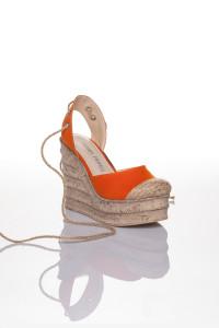 Turuncu Bilekten Bağlamalı Dolgu Topuklu Sandalet